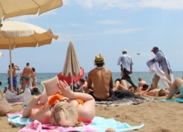 Barcelone : La mondialisation entre crème solaire, massage chinois et sable fin