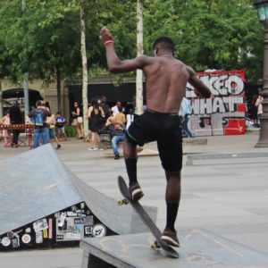 Place de la République : les amateurs de skateboard