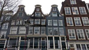 Amsterdam où s'invente le capitalisme au XVII° siècle - Des façades austères alignées sur les canaux