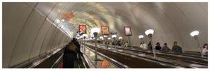 Saint-Pétersbourg ville de pouvoir - le métro est à une profondeur de 80 m dans le delta de la Neva
