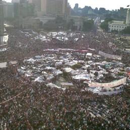 Place Tahrir en février 2011. Un grand père se pose des questions